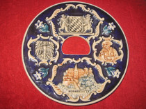 Nurnberg Aplica omagiala portelan in relief realizata.