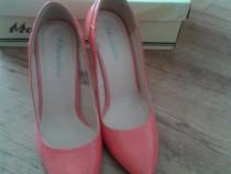 Pantofi stiletto rosu corai