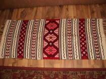 Covor,carpeta traditionala ,model frumos ,culori deosebite