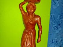 8394-Statuieta veche Africa- Femeie cu cofa lemn masiv.