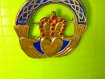 9363-Insigna veche-Maini tinand Inima cu Coroana regala.