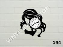Ceas de perete din vinil fata cu par lung
