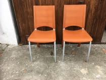 Două scaune din lemn