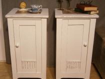 Set 2 noptiere vechi din lemn albe reconditionate (Mobila)