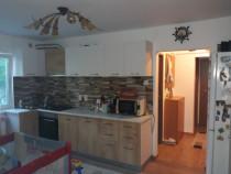 Apartament 3 camere semidecomandat in spate la minerva