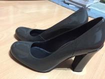 Pantofi cu toc din piele lacuita marca Minelli