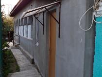 Casa com Mărunțișu, 4 camere , 2 hambare ,garaj, livada si g
