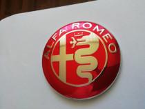 Emblema Alfa Romeo 74 mm capotă/portbagaj culoare pe roșu