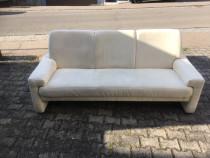 Canapea cu trei locuri in bej