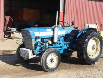 Tractor ford 3000, 52 cp, motor 3 cilindrii cutie 2 manete