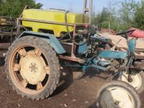 Tractor cu bazin de erbicidat motor lombardini