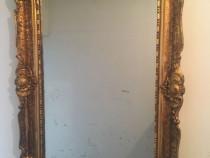 Oglinda veche cu rama argintie