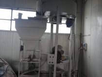 Ansamblu amestecator cu ax vertical si masina de insacuit