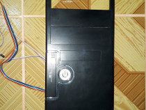 Fata carcasa PC cu buton pornire iluminat in albastru