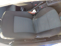 Interior alcatuit din scaune fata si banchete Volskwagen pas