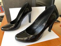 Pantofi negri din piele, lac, marime 40