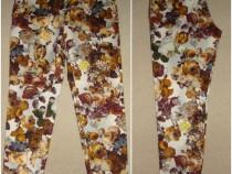 Pantaloni noi, stil jeans, cu print floral pictural