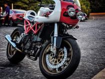 Moto Ducati ST2 Cafe Racer