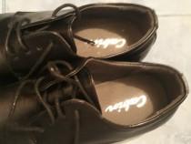 Pantofi noi băieți mar.39 impecabili