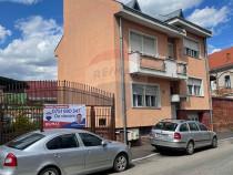 Casă / Vilă cu 5 camere de vânzare în zona Semicentral