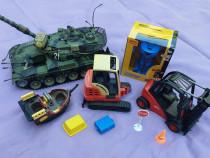 Robot transformer nou, tanc mare, si alte jucarii cadou