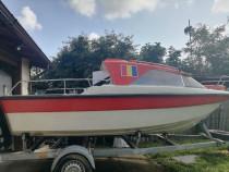 Barca cabinata marca Rio 500