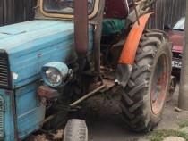 Tractoras UTB 445VR cu plug