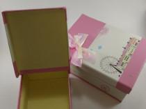 Cutie decorativa medie cu fundita roz