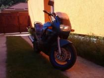 Motocicleta suzuki 600 F