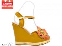 Sandale cu platformă accesorizate cu floricică + CADOU SURER
