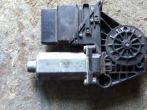 Motoras macara stanga spate VW Passat B5 cod 0130821696