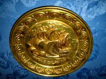 4103-Aplica Corabie perete veche din bronz. Stare buna.