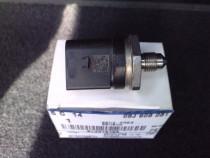 Senzor presiune benzina rampa de inalta presiune 06J906051