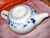 620-Ceainic China vintage portelan cu frunze vita de vie.