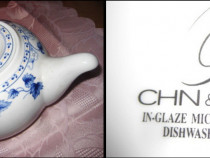 Ceainic China din portelan cu flori albastre. Stare buna.