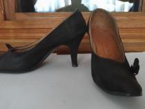 Pantofi din piele intoarsa