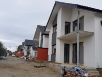Casa noua in ansamblu privat,deschidere la 2 strazi selimbar