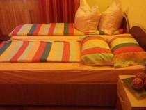 4 paturi (1 persoana) + 4 saltele + 2 noptiere
