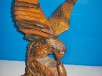 7805a-Vultur-Acvila atacand soarece statuieta lemn st. buna.