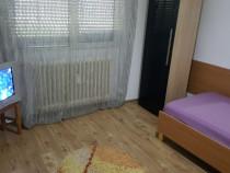 Inchiriez camera la o fata in apartament 2 camere Miorita