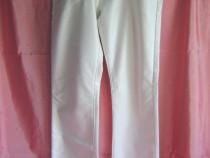 Pantaloni albi, damă