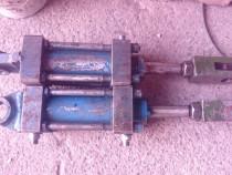 Cilindrii hidraulici forță