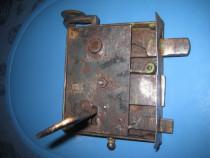 Broasca Poarta veche functionala cu opritor metal-stare buna