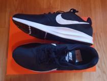 Adidași Nike!