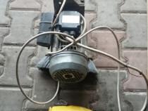 Motor monofazic cu reductor