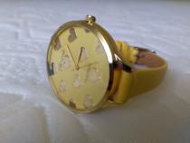 Ceas de mană pentru femei cadran cu inimioare culoare galben