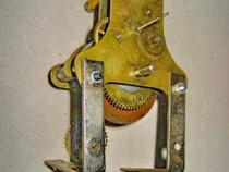 A209-Mecanism vechi de ceas mic pendul marcat Kugellager.