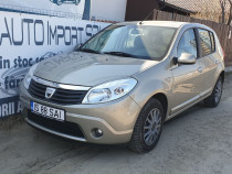 Inchiriez autoturism Dacia Sandero / Rent a car