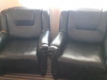 Canapea si 2 fotolii imitatie piele neagra in stare buna