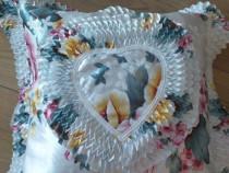 Perna decorativa stil Marie Antoinette